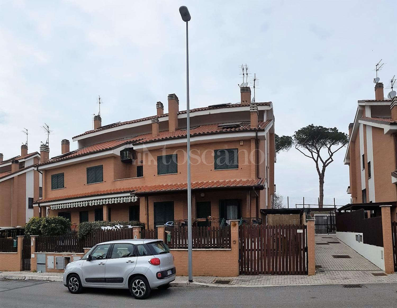 Villa in affitto a Roma in Via Giulio Cesare Graziani