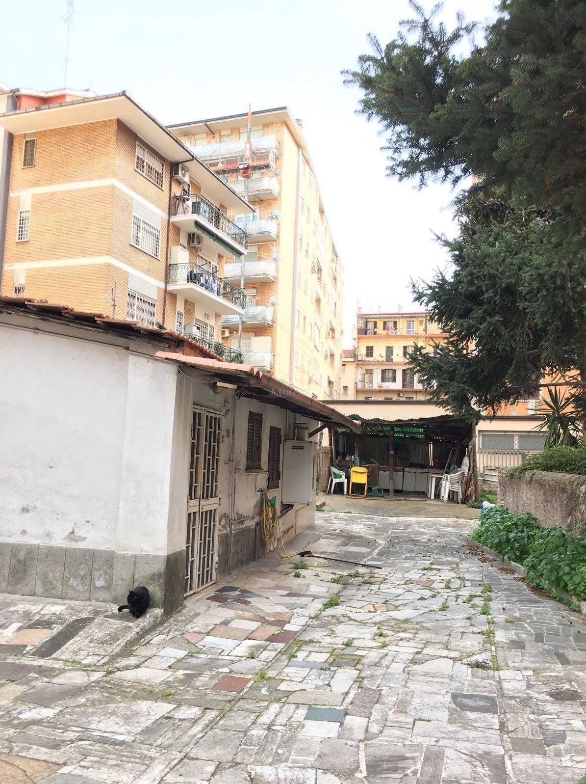 Vendita casa indipendente a roma in via alba appia nuova for Casa a roma vendita