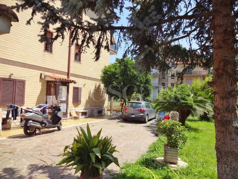 Trilocale in affitto a Roma in Via Lezzeno