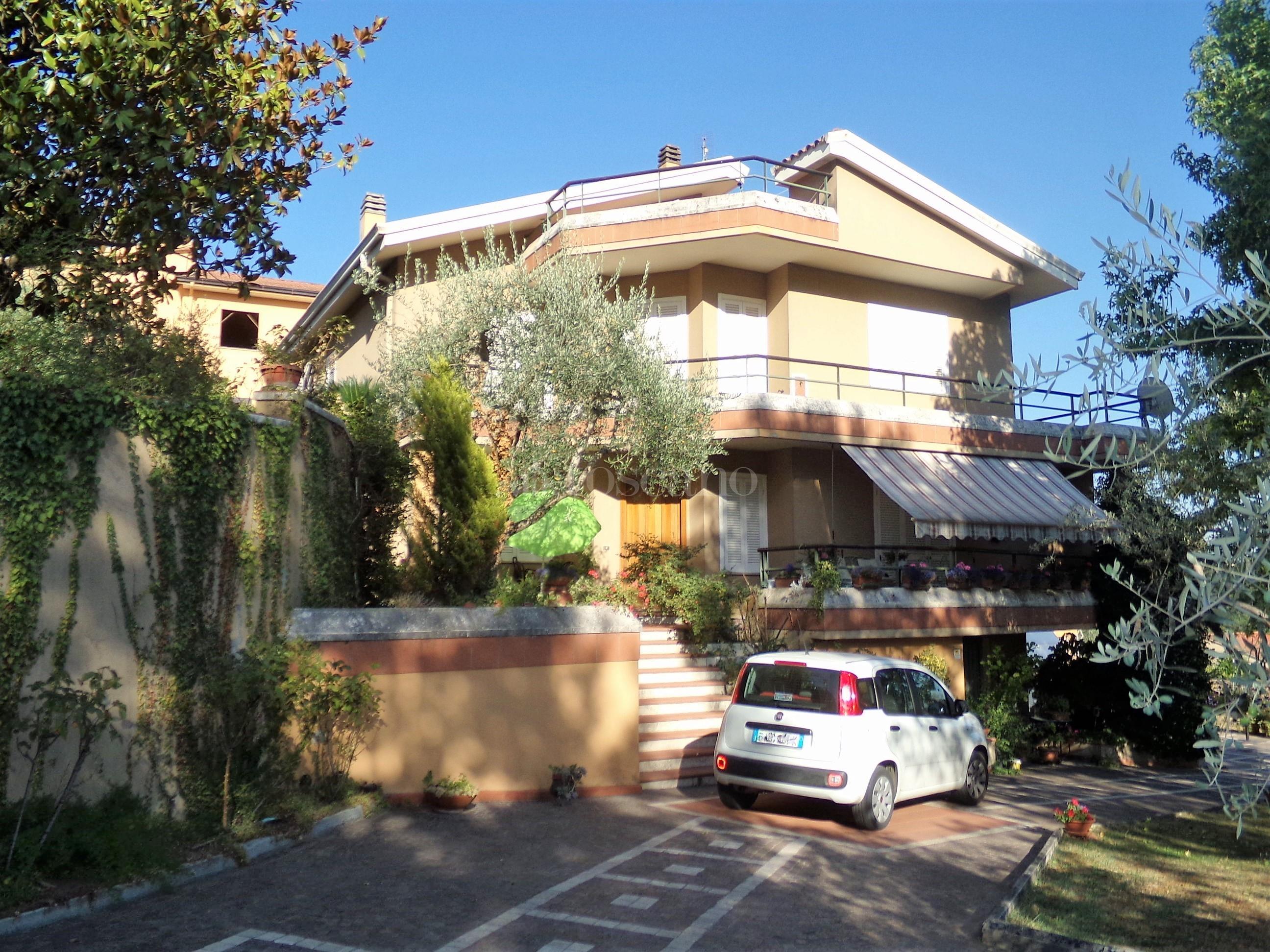 Villa in affitto a Frosinone in Zona Maniano