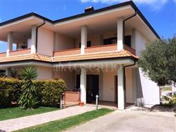 Villa Bifamiliare in vendita di 180 mq a €215.000 (rif. 25/2015)