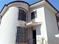 Villa Bifamiliare in vendita di 500 mq a €480.000 (rif. 42/2017)