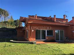 Villa in vendita di 290 mq a €720.000 (rif. 214/2016)