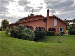 Villa in vendita di 1.000 mq a €2.500.000 (rif. 211/2016)