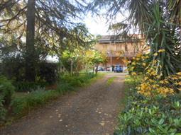 Villa Plurifamiliare in vendita di 360 mq a €750.000 (rif. 133/2016)