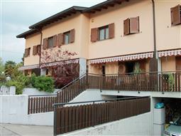 Villino a Schiera in vendita di 270 mq a €240.000 (rif. 17/2016)