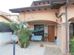Villa in vendita di 280 mq a €400.000 (rif. 141/2016)