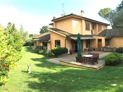 Villa Bifamiliare in vendita di 350 mq a €990.000 (rif. 156/2016)