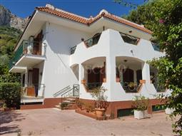 Villa in vendita di 400 mq a €825.000 (rif. 150/2016)