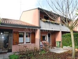 Villino a Schiera in vendita di 300 mq a €700.000 (rif. 84/2016)