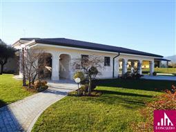 Villa in vendita di 350 mq a €790.000 (rif. 77/2016)